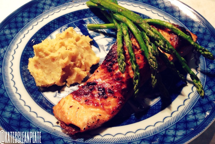 Seared salmon with roasted asparagus & parsnipmash