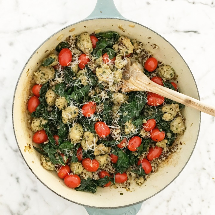 ONE PAN quinoa, kale and chicken sausageskillet