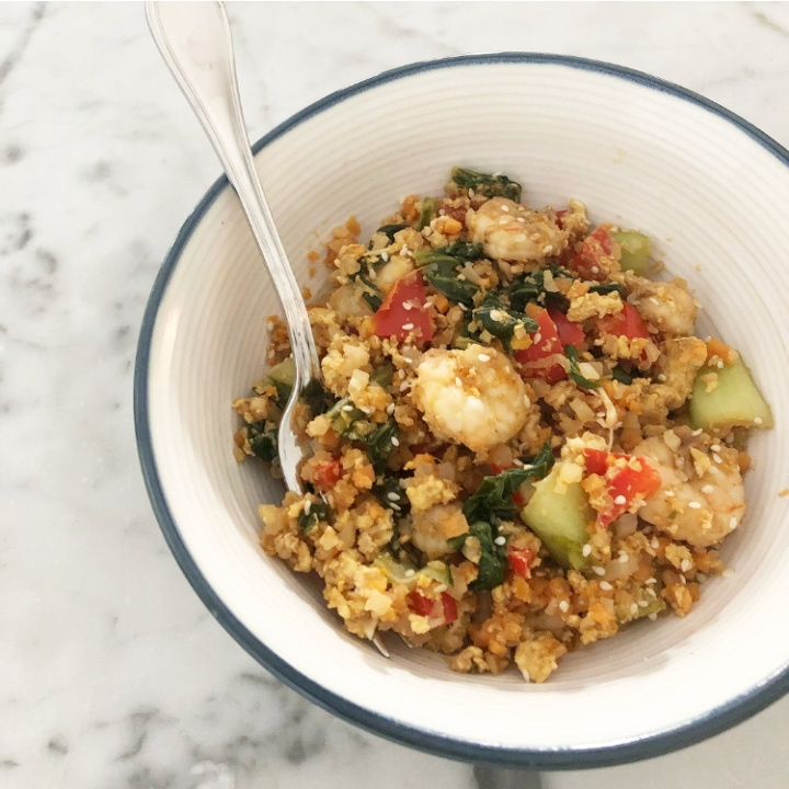 """Healthy shrimp """"fried rice"""" with bok Choy and red bellpeppers"""